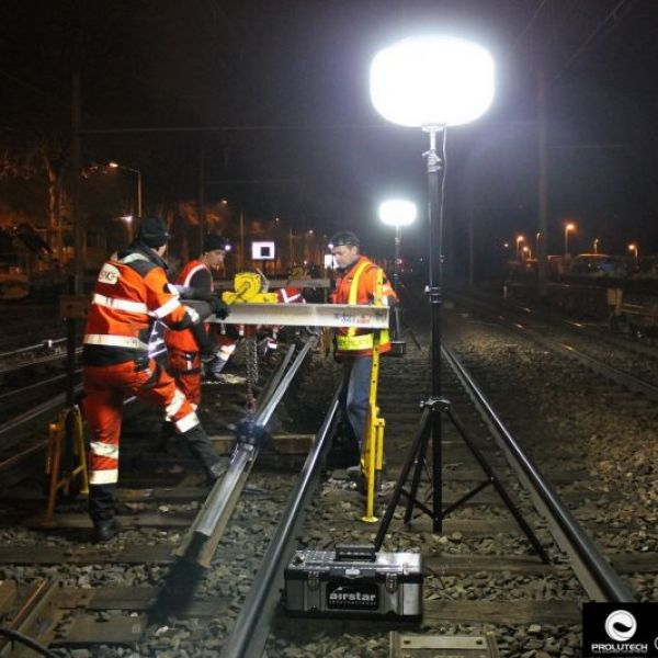 Travaux de nuit sur voie ferrée avec ballon éclairant SIROCCO 6X100 LED prestation par PROLUTECH