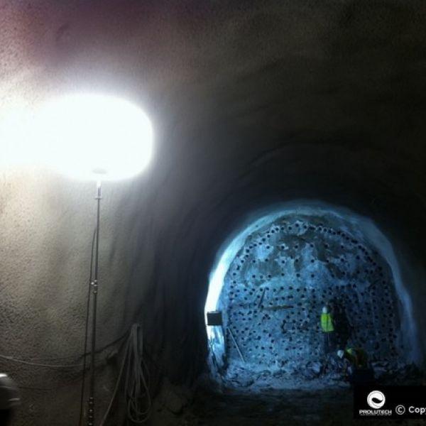 Eclairage travaux souterrains avec les ballons éclairants Airstar, distribués en France par Prolutech