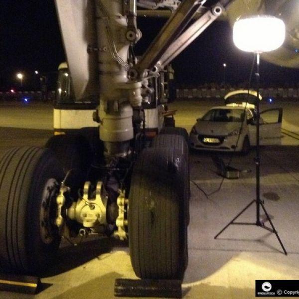 Maintenance aéroport de nuit avec le ballon lumineux Airstar Sirocco 2S 150w HI distribué par Prolutech