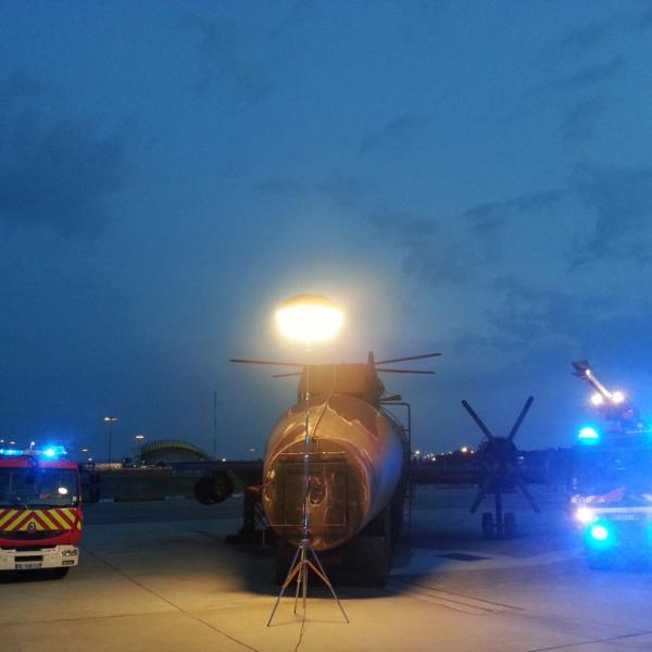 Éclairage maintenance aéroportuaire par ballons éclairants Airstar distribués par Prolutech