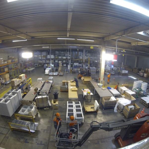 Eclairage industriel en usine de production par ballon lumineux Airstar proposé par Prolutech