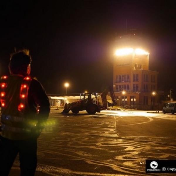 Sécurité du personnel sur les chantiers grace au gilet LED conu et proposé par Prolutech